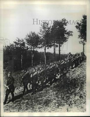 1941 Press Photo Red Army Troops Advancing to Meet up with Germans in Moscow