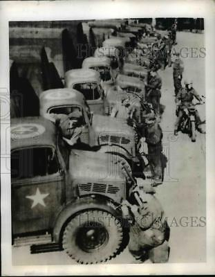 1944 Press Photo Allied Expeditionary Force Star-Marked Invasion Vehicles