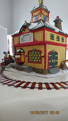 """Dept 56 """"North Star Commuter Train Station"""" Retired #56782 Shipping Included"""