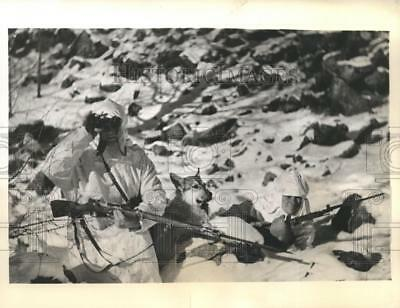 1939 Press Photo Soldiers of Soviet northern Armies in winter whites in snow