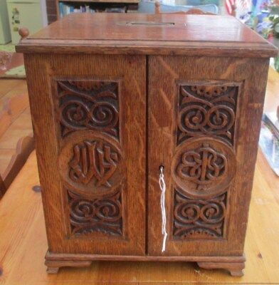 Antique Oak Collectors Cabinet, Coins Medals Ect Has 12 Double Glass Pull Outs