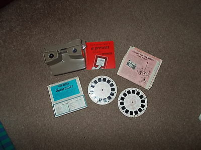 View-master viewer with 2 discs instructions and warranty card 1960's