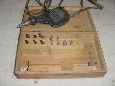 Burgess Vibrating tool In wood Box Working good Luck