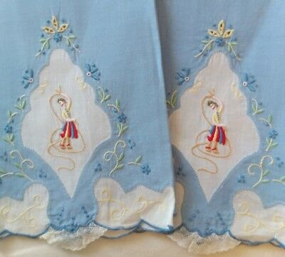 Vintage Madeira linen Set of 2 Guest Towels Figural Embroidery Lasso *Rare*(#45)