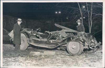 1931 Press Photo NYC Taxicab Crashed Through Guardrail - ner61387