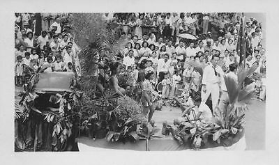 1940 Pretty Girls on float Hawaii Parade Photo