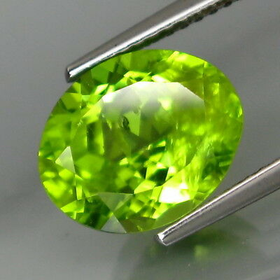 4.56Ct.Ravishing Color! Shimmering Lustrous Natural Green Peridot Oval 11x9mm.