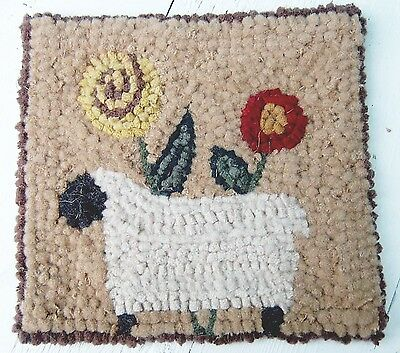 SHEEP WITH POSIES  Primitive Rug Hooking KIT WITH #8 CUT WOOL STRIPS