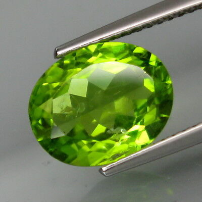 4.06Ct.Ravishing Color! Shimmering Lustrous Natural Green Peridot Pakistan