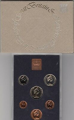 1976 GREAT BRITAIN, Year Coin Proof Set in Plastic Case with Outer Card Cover