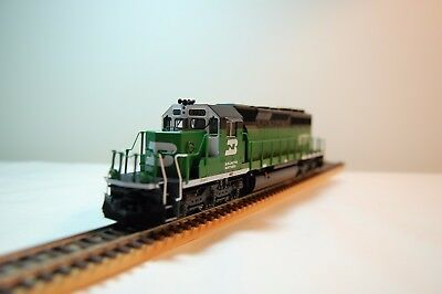 HO scale Kato Burlington Northern SD40-2 Mid, # 6770. DCC and sound ready.