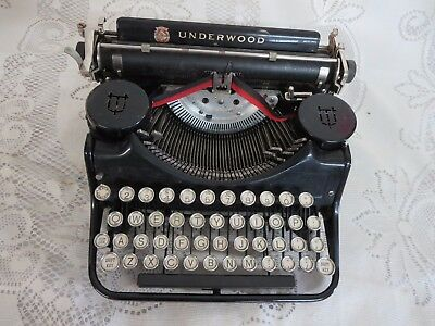 Vintage Underwood Portable Typewriter Black