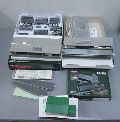 Kato N Scale Layout Buildings & Accessories (6) LN/Box