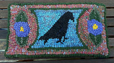 CROW WITH POSIES  Primitive Rug Hooking Kit with cut wool strips