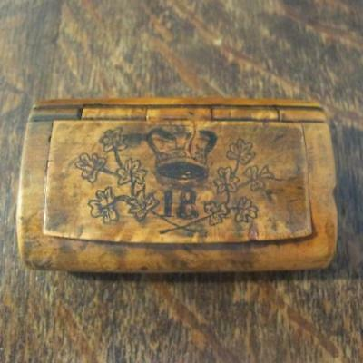 ANTIQUE 19thC 18th ROYAL IRISH PEN & INK CREST BURR WALNUT SNUFF BOX