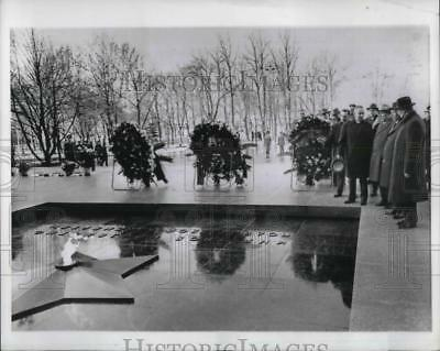 1957 Press Photo Wraths of unknown Russian Soliers