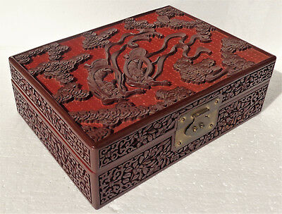 CINA (China): Old Chinese red cinnabar lacquer carved box