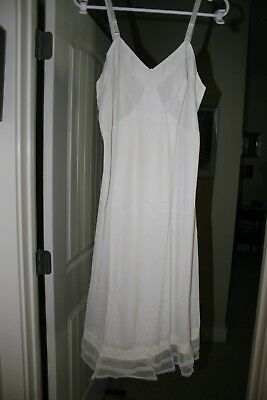 Vintage Retro Full Sears the Doesn't Slip Size 36 Tall Length Excellent White