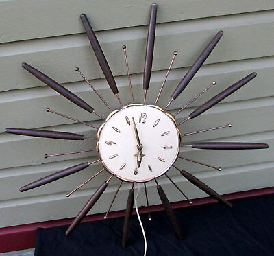 Vintage 1963 Robert Shaw Lux Atomic Starburst Wall Clock With Wooden Spokes