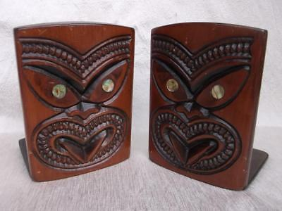 647 / Good Vintage Pair Of New Zealand Wooden Hand Carved Maori Tiki Book Ends