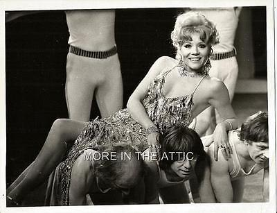 Rare Sexy One Of A Kind Diana Rigg Of Avengers Fame Jumpers Candid #4