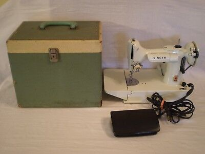 VINTAGE SINGER WHITE FEATHERWEIGHT 221K  SEWING MACHINE w/ CASE & ATTACHED PEDAL
