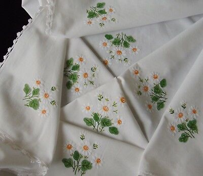 Vintage Raised Hand Embroidered Daisies Crocheted Edges Tablecloth Immaculate