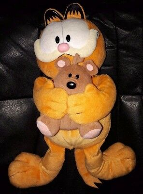 TY GARFIELD HOLDING POOKY CLASSIC - pre owned VG Pookie Garfield