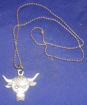 RP2257 1999 World Wrestling Federation Entertainment Bulls Head Necklace Pewter