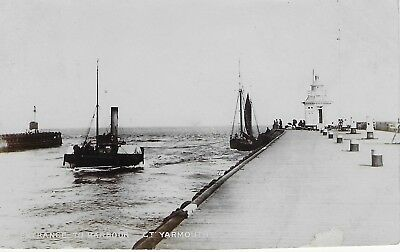 VINTAGE Postcard Entrance to Harbour Gt Yarmouth Posted 1907