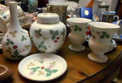 Wedgwood WILD STRAWBERRY bone china 5 x ACCESSORIES - urn vases bud vase jar