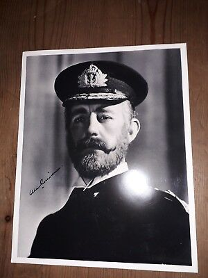 autograph 10x8 photo signed by Alec Guinness