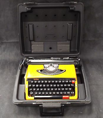 Vintage BROTHER Typewriter Deluxe 262R In Black Carry Case Made In Japan - O02