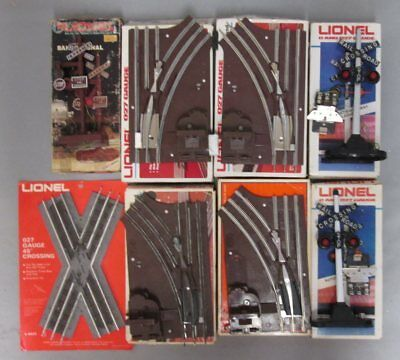 Lionel O27 Switches, Crossover, Banjo Signal & Highway Flashers (8)/Box