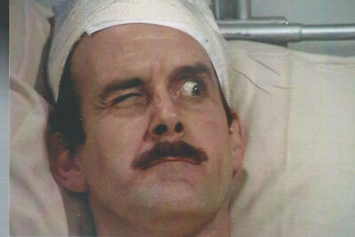 """T 96 John Cleese In Fawlty Towers 6""""x 4"""" Mint Photo"""