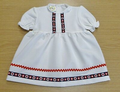 VINTAGE UNWORN 1970's GIRLS PERIDOT WHITE & RED FLORAL DRESS AGE 12-18 MONTHS