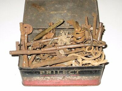 Vintage Tin Box OLD KEYS LOT