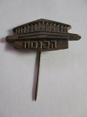 THE KNESSETH  BUILDING:   A METAL PIN BADGE, ISRAEL, 1965.    cs3274