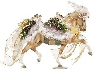 Breyer 700120 Winter Wonderland 2017 Holiday Horse Traditional Series 1:9 Scale