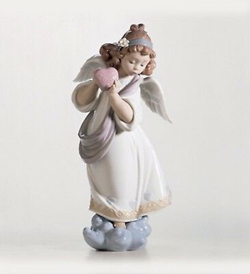 """Lladro """"love In The World"""" #6870  Mint Condition  Retired Valentines  Heart Usa"""