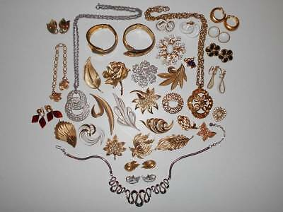 HUGE VINTAGE ALL SIGNED CROWN TRIFARI MIXED COSTUME JEWELRY ESTATE WEAR LOT 35pc