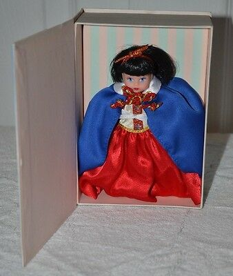 Disney Madame Alexander Snow White & The Seven Dwarf 2003 NEW Storyland Classics