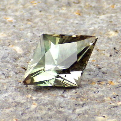 SEAFOAM GREEN OREGON SUNSTONE 2.48Ct CLARITY SI2-TOP COLLECTOR GRADE!