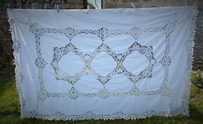 FAB FRENCH 1950s VINTAGE CUT WORK AND EMBROIDEREDTABLE CLOTH PERFECT FOR XMAS