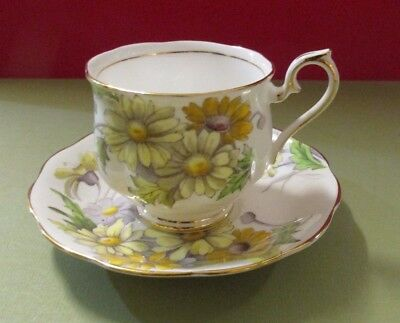 Beautiful 1970's Royal Albert Bone China Daisy Teacup & Saucer Flower Month No 4