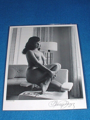 "Bettie Page & Bunny Yeager Signed ""nude Reflective Bettie"" - Figure Study - Coa!"