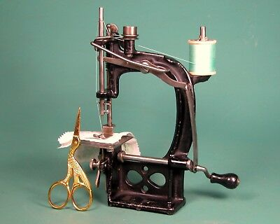 * GORGEOUS * SPENSER TOY SEWING MACHINE * Made in Boston 1900s * SERVICED * SEWS