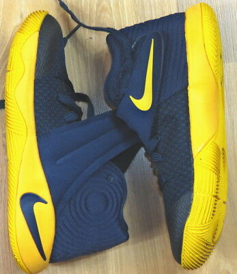 Boys Nike Kyrie 2  Gs Basketball Shoes Size 3.5Y Very Nice