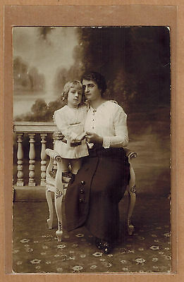 Carte Photo vintage card RPPC Verhassel Bruxelles femme et son enfant kh0253