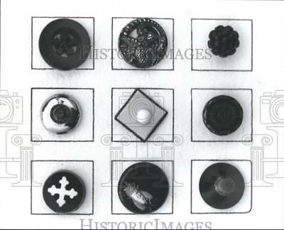 1989 Press Photo 19th century Victorian buttons made of black glass - hca12810